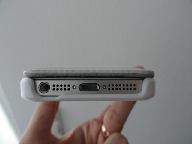 tech21_snapcase_iphone5_bottom
